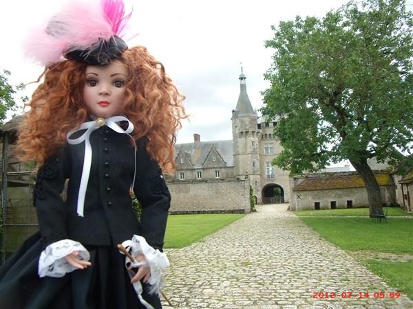 THEME DU MOIS DE NOVEMBRE 2013 : Ellowyne et sa petite robe noire - Page 2 2012_014