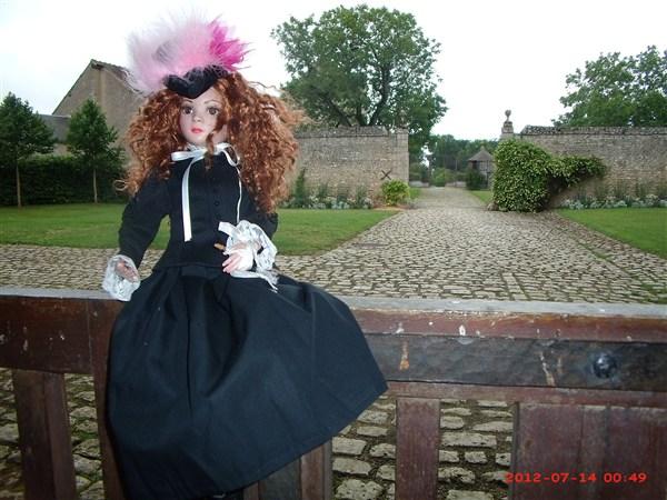 THEME DU MOIS DE NOVEMBRE 2013 : Ellowyne et sa petite robe noire - Page 2 2012_015