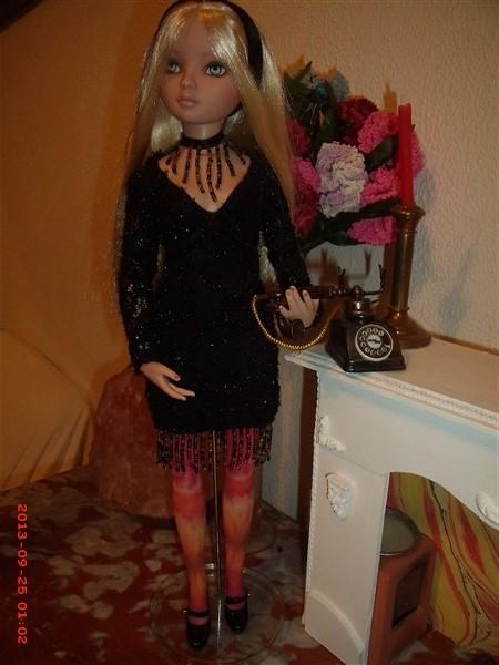 THEME DU MOIS DE NOVEMBRE 2013 : Ellowyne et sa petite robe noire - Page 2 Gedc0018
