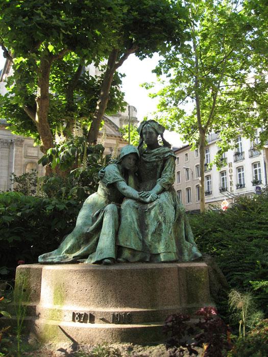 trouvé ces belles statues sur google Place_12