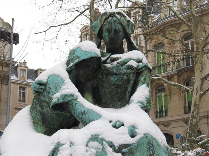 trouvé ces belles statues sur google Place_13