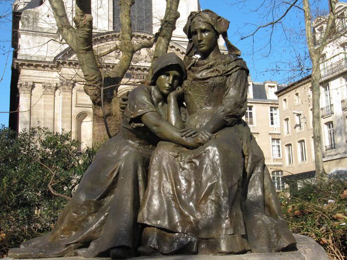 trouvé ces belles statues sur google Place_14