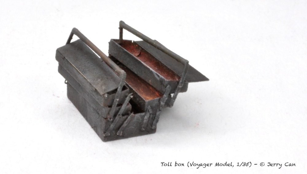 Coffre à outils Allemand [Voyager Model, 1/35] Toolbo17