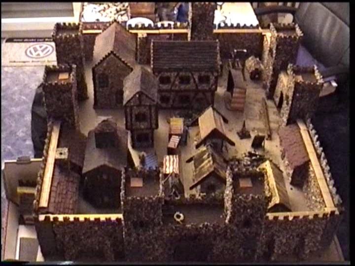 Burg--aus einfachsten Materialien-- Burg_k12