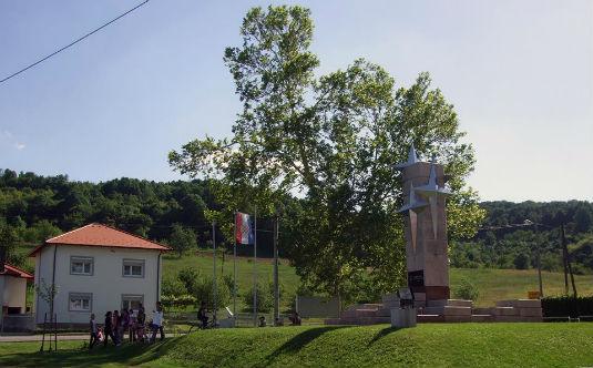 Foto-Novoasfaltirano igralište u Zoviku 10273510