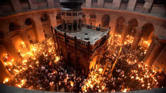 ČUDA: Pravoslavna liturgija Svetog Ognja 13976310