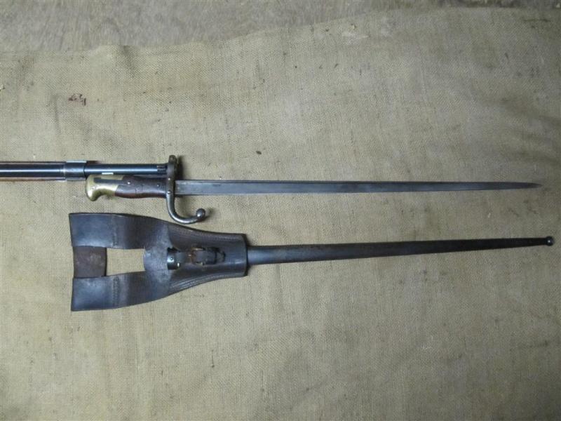 Quelques baïonnettes montées sur leurs armes Img_7312