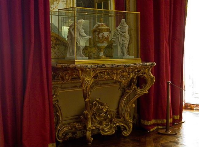 Une console en bois doré de style Louis XV 06-pen10