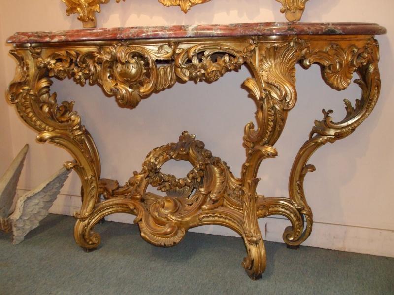 Une console en bois doré de style Louis XV Dscf1010