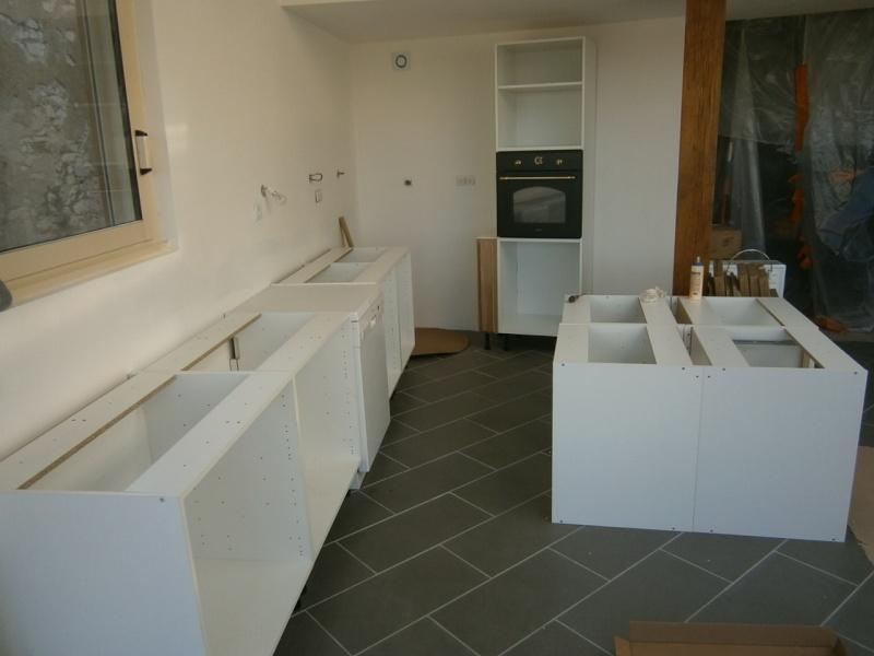 Montage d'une cuisine avec façades en chêne Pa290510