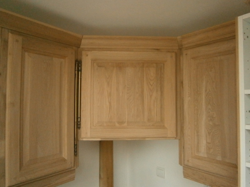 Montage d'une cuisine avec façades en chêne Pb170511
