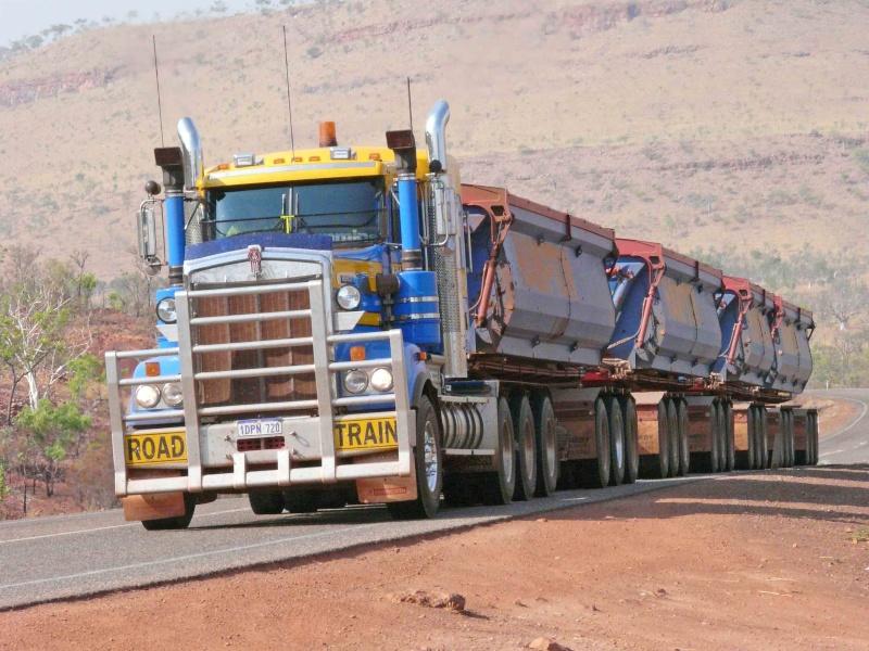 AUSTRALIE   ROAD-TRAIN    Photo prise par Carl-Axel Bauer (mon voisin) Road_t11