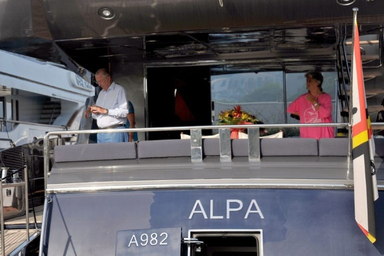 Le Yacht Royal ALPA est à vendre! - Page 2 Image011