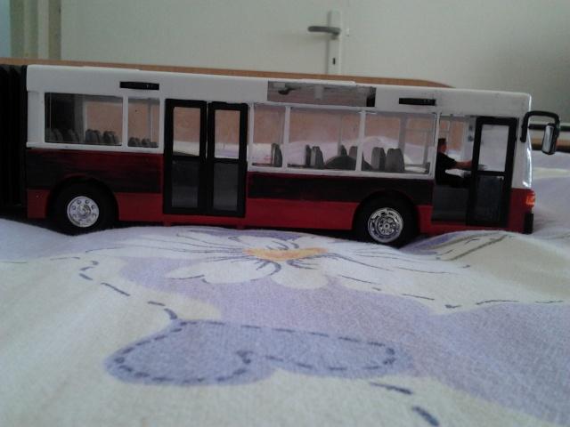 Machetă autobuz articulat reparată 2012-012
