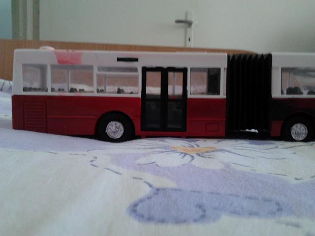 Machetă autobuz articulat reparată 2012-013