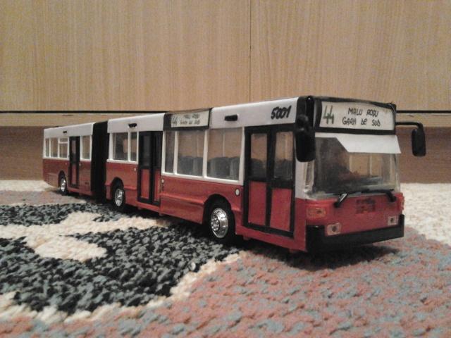 Machetă autobuz articulat reparată 2013-211