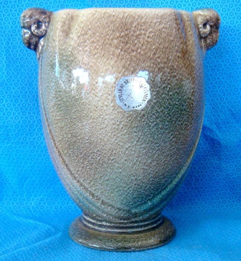 PV-110. Rams Head vase in stonehenge glaze Dsc00410