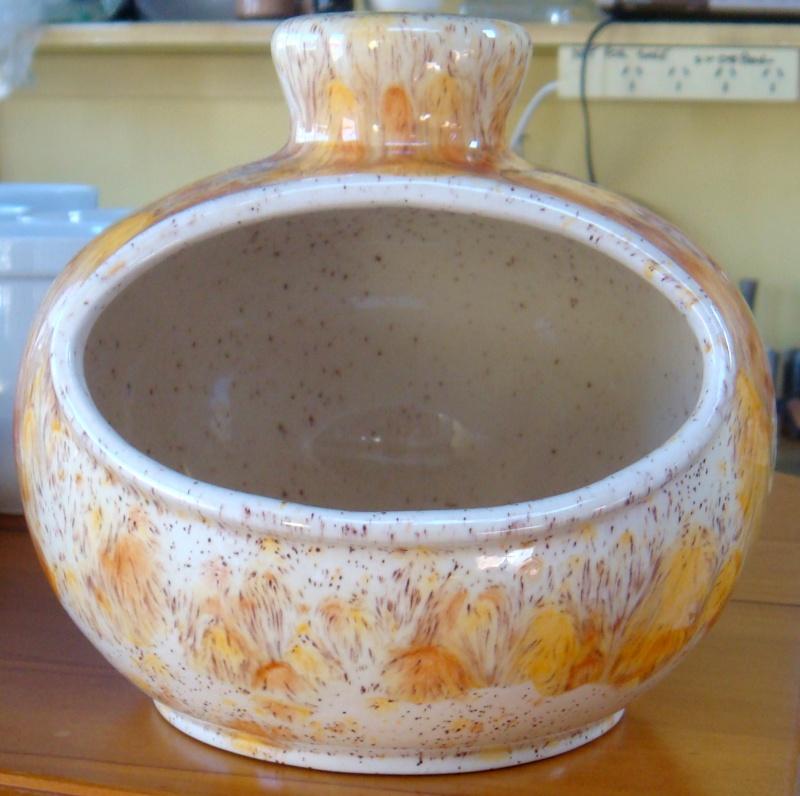 KAPOW !! A Clay Craft salt pig in running pumpkin glaze?? Dsc00412