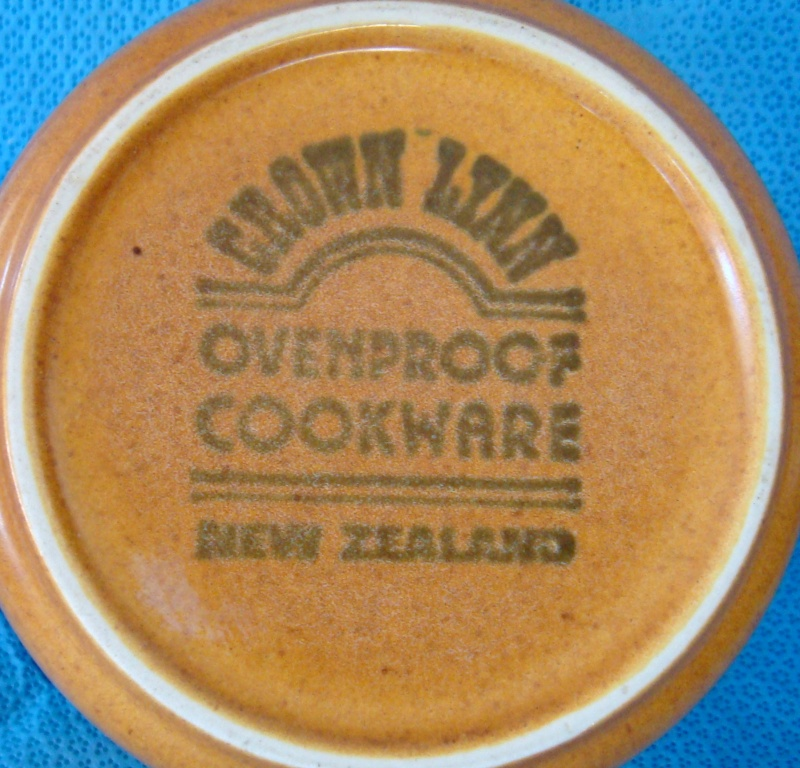 What shape is this odd Cook & Serve pot & lid please? Dsc00820