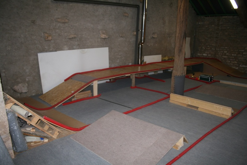 voici ma piste indoor - Page 8 00210