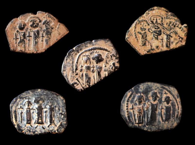 Monnaies pseudo-byzantines et arabo-byzantines Imitat10
