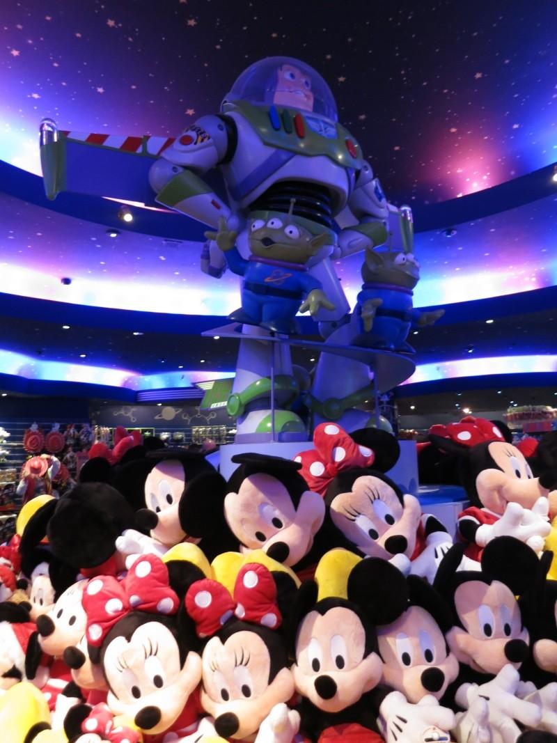 Descriptif des boutiques du Parc Disneyland (en construction) Img_1723