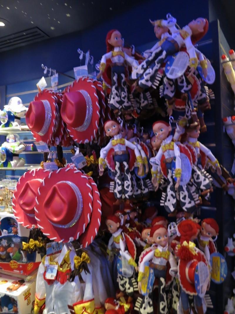 Descriptif des boutiques du Parc Disneyland (en construction) Img_1728