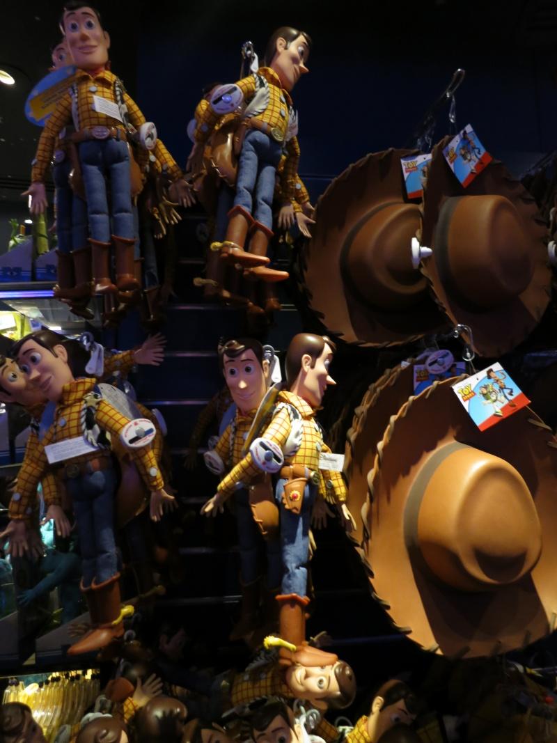 Descriptif des boutiques du Parc Disneyland (en construction) Img_1729