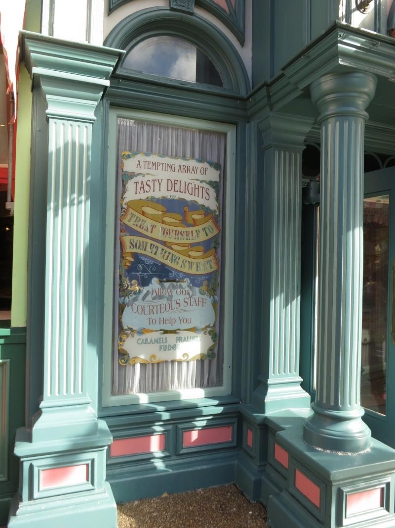 Descriptif des boutiques du Parc Disneyland (en construction) Img_1923