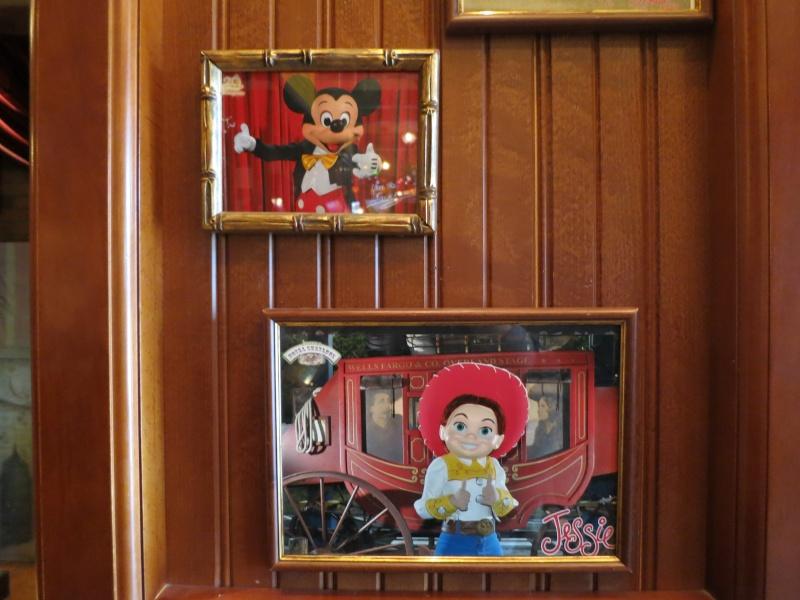 Descriptif des boutiques du Parc Disneyland (en construction) Img_4522