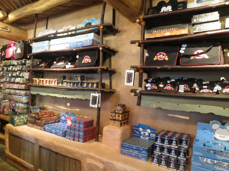 Descriptif des boutiques du Parc Disneyland (en construction) Img_6318