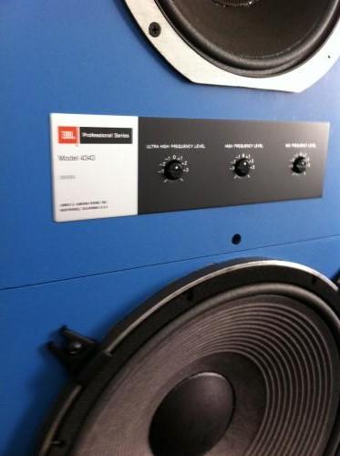 ¿Tono Azul de los monitores JBL? 37110e10