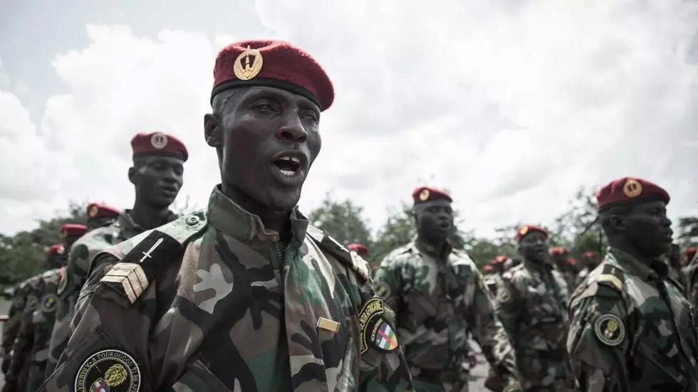 Intervention militaire en Centrafrique - Opération Sangaris - Page 6 000_8x11
