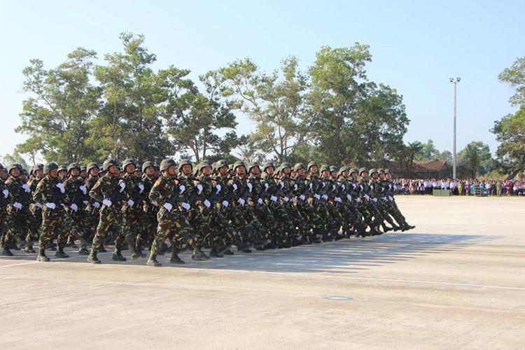 L'Armée populaire lao / forces armées du Laos 00a11