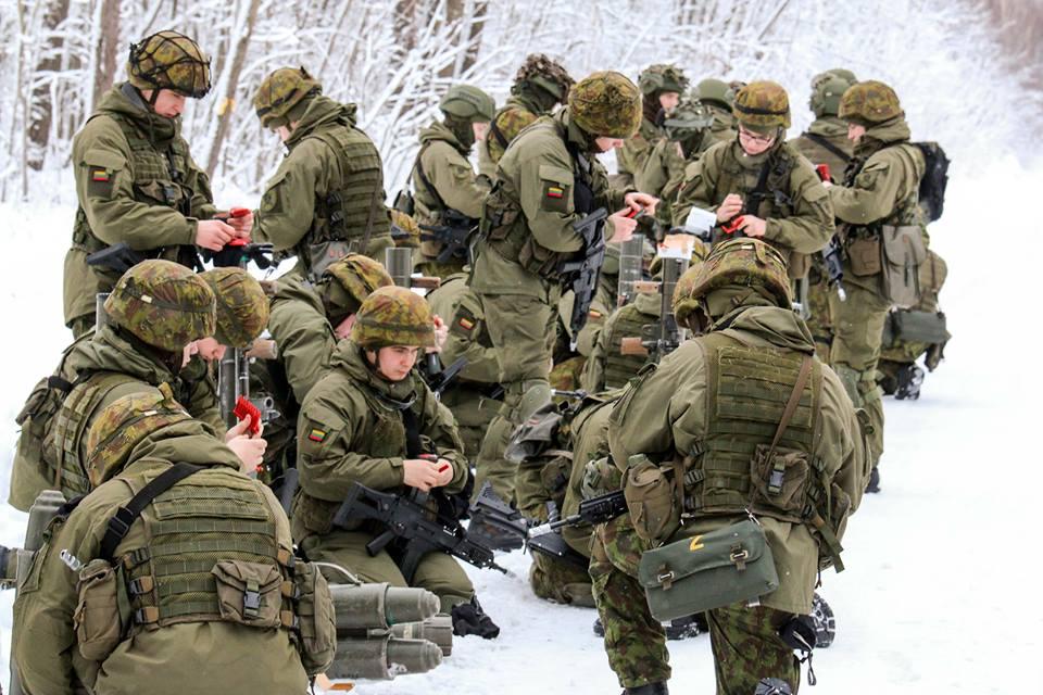 Armée lituanienne/Lithuanian Armed Forces - Page 6 00b737