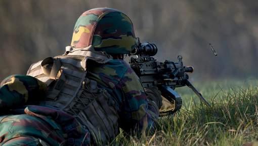 Armée Belge / Defensie van België / Belgian Army  - Page 19 00b834