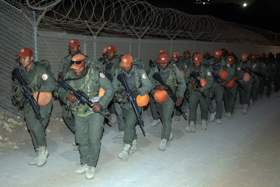 Les Forces militaires de la République des Fidji  /Republic of Fiji Military Forces (RFMF) 00b8c30
