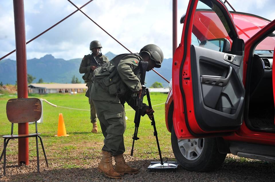 Les Forces militaires de la République des Fidji  /Republic of Fiji Military Forces (RFMF) 00b8j125