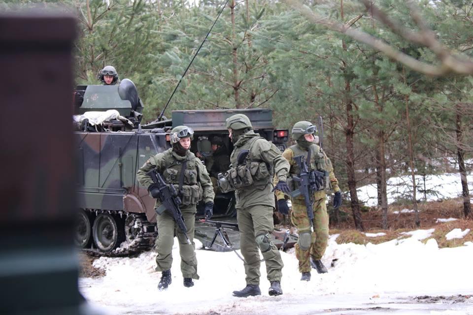 Armée lituanienne/Lithuanian Armed Forces - Page 6 00b8j53