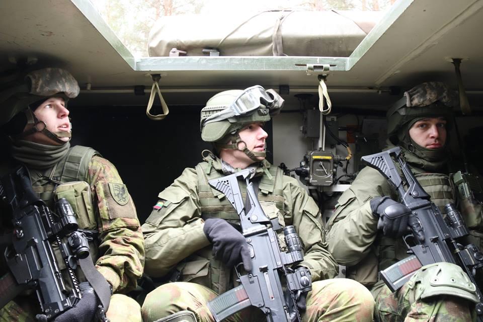 Armée lituanienne/Lithuanian Armed Forces - Page 6 00b924