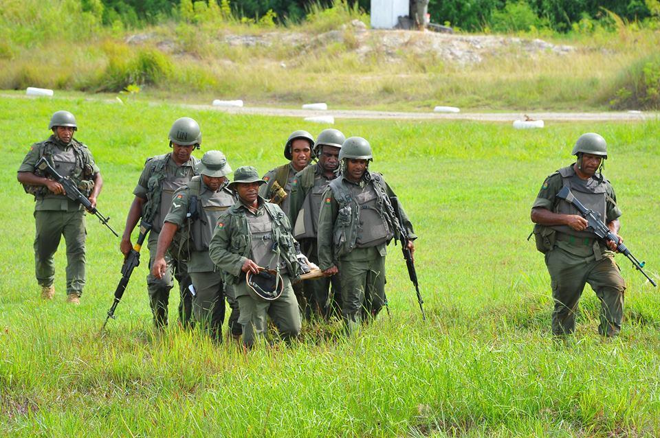 Les Forces militaires de la République des Fidji  /Republic of Fiji Military Forces (RFMF) 00b9a15