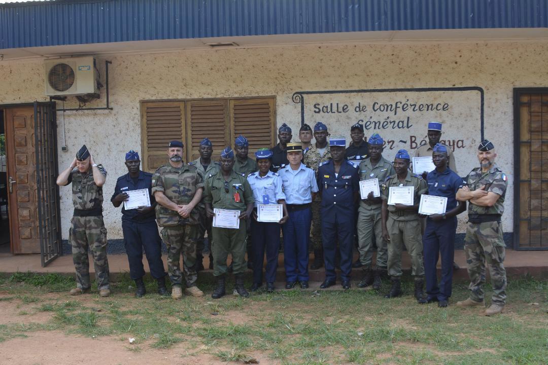 Armées de la République centrafricaine  - Page 9 0ca210