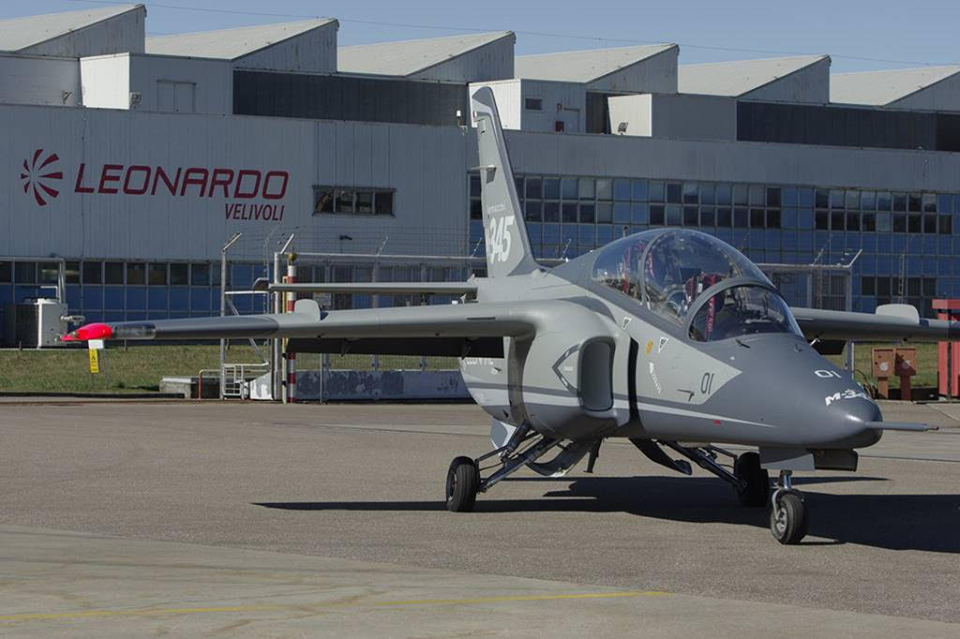Aermacchi M-345HET (Trainer High Efficiency)  0d313