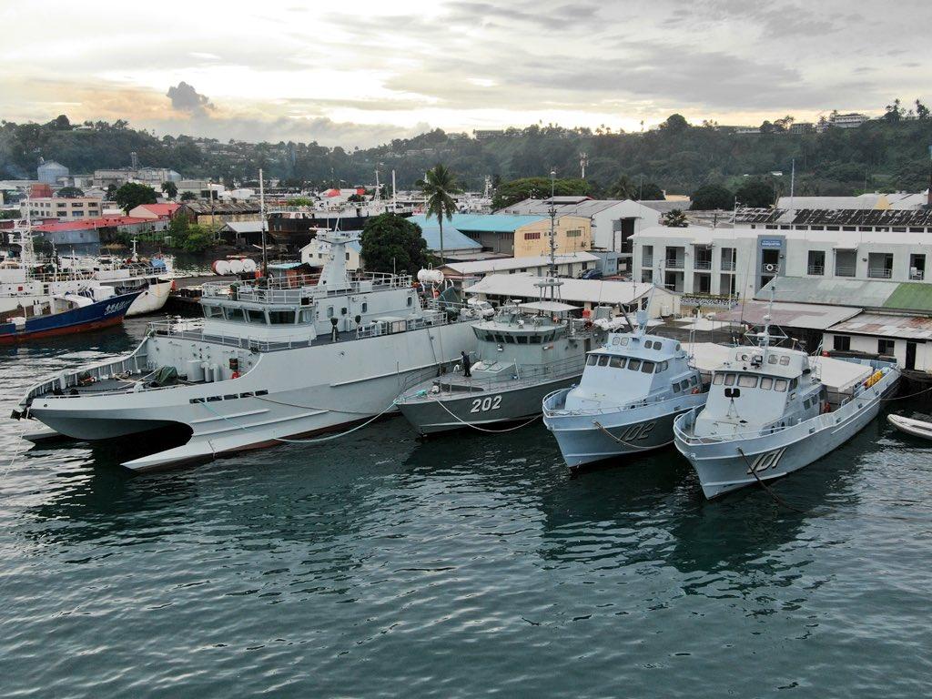 Les Forces militaires de la République des Fidji  /Republic of Fiji Military Forces (RFMF) 1025