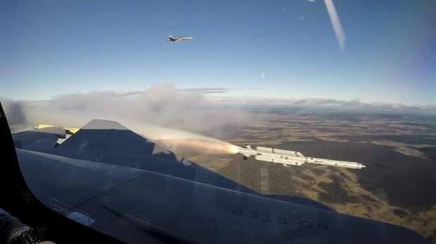 Saab: présentation du futur Gripen - Page 3 10a34