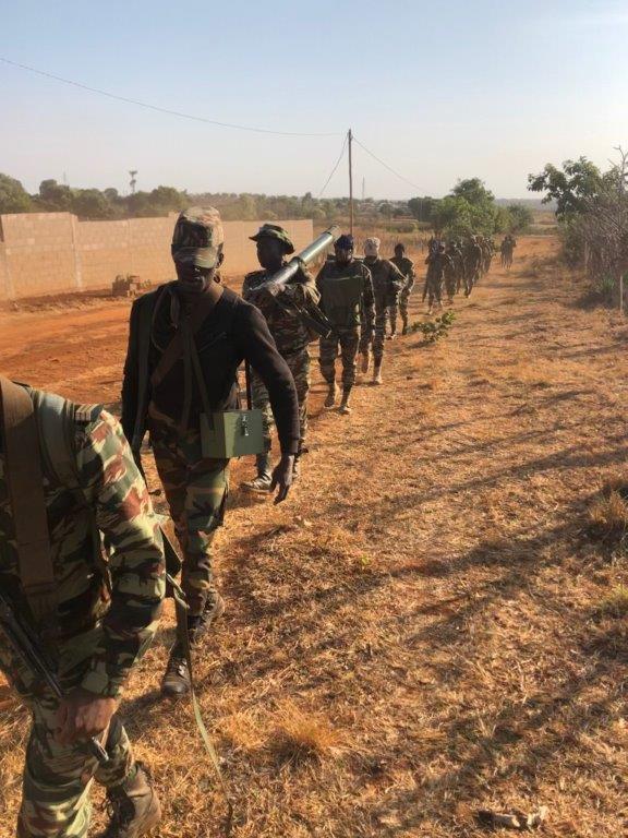 Forces Armées Camerounaises - Page 7 11122