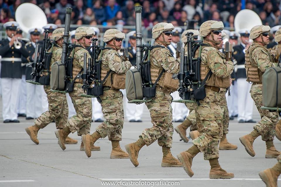 Armée Chilienne / Chile's armed forces / Fuerzas Armadas de Chile - Page 14 11a10