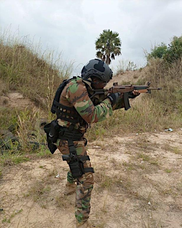 Forces Armées Togolaises / Togolese Armed Forces - Page 2 1348