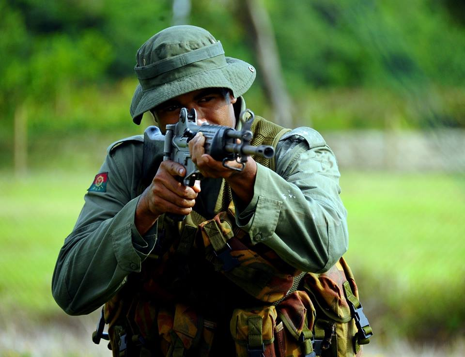 Les Forces militaires de la République des Fidji  /Republic of Fiji Military Forces (RFMF) 13a10c23