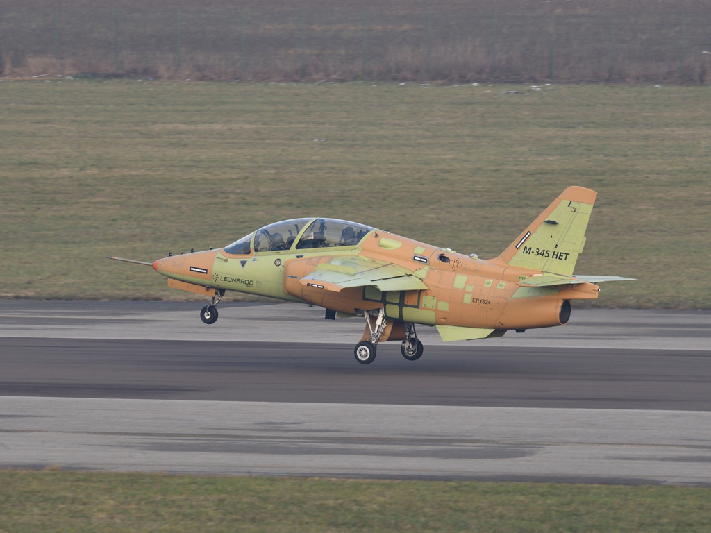 Aermacchi M-345HET (Trainer High Efficiency)  13a10c27